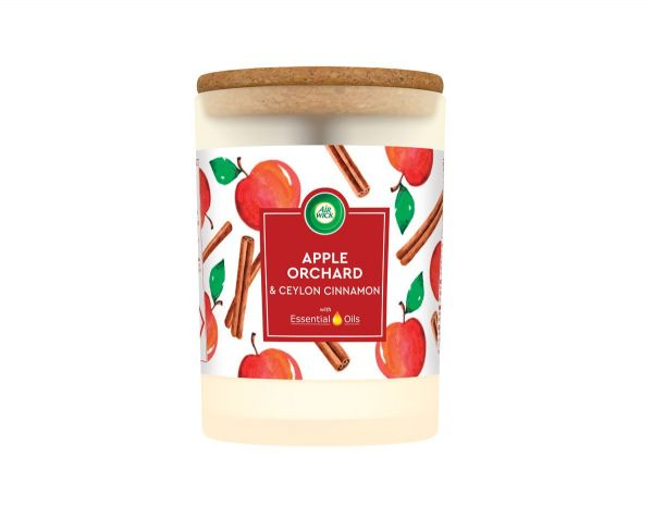 AirWick sveča Jaguar Mom's baking (Apple and Cinnamon) 185g